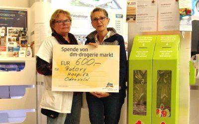 Erfreuliche Spende vom Erbacher DM-Drogeriemarkt